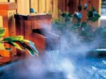 大浴場・客室露天風呂・貸切露天風呂の温泉は、地下1300メートルから汲み出す源泉を使用。