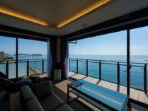 目の前に広がる伊勢湾の海は絶景です。※客室により眺望は異なります
