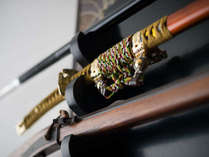 【ふらり客室内】戦国時代を思わせる武器のレプリカ