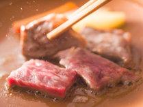 追加料理『知多牛陶板焼』 とろっとジューシー♪旨みた~っぷりの知多高級ブランド牛(一人前3000円税別)