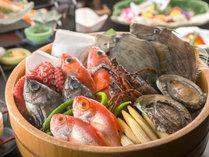 愛知県一の「豊浜漁港」は車で5分!料理長が厳選し、プロの業で仕上げた新鮮な海の幸をお楽しみ下さい。