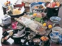 新鮮な海の幸をふんだんに使用した夕食一例(必ずイカが付くとは限りません)