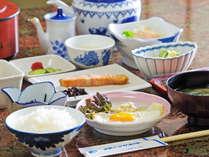 *【朝食】一例。焼き魚、卵料理、小鉢、サラダなどが並びます。,三重県,安乗シーサイドホテル