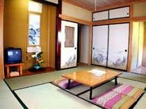 全室冷暖房・ウォシュレットトイレ・洗面所完備。どのお部屋も十分な広さがあり、おくつろぎいただけます。