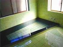 内風呂が男女各一づつございます。ご家族で入浴なさりたい方はお申し出いただければ貸切もできます。