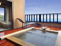 雪タイプ露天風呂です。遠方には伊豆大島がご覧頂けます。