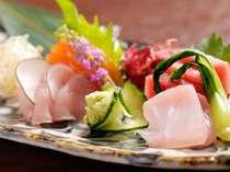 色彩も鮮やかな旬の魚のお造り(一例)
