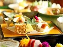 足柄遊膳:季節の食材を贅沢に使用し彩り豊かで目でも楽しめる自慢の前菜