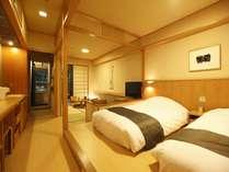 【新館:水花の庄/和洋室35平米】ベット2台+6畳和室。ソファーマットの寝具を追加し、3名様での宿泊も可能。