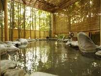 【本館:宮ノ下温泉/星の湯】竹林をのぞみながら寛ぐ岩露天風呂。