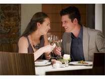 1階レストランカフェ『セレース』や最上階のスカイダイニング『彩風』でお食事をお楽しみください。