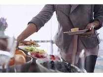 地元野菜や食材を豊富に使ったクラウンプラザモーニングブッフェ。一日の始まりに元気をチャージ。
