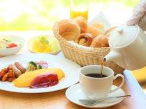 ご朝食をモーニングコーヒーとともにお楽しみください。