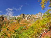 10月下旬、千畳敷カールとホテル千畳敷を望む。紅葉の大パノラマ。