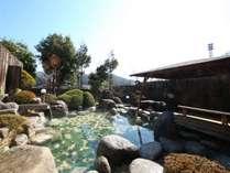 日本庭園風の露天風呂(女性)