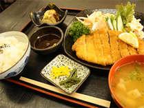 ≪ご夕食例≫栄養のバランスのとれたお食事を日替わりでどうぞ。ボリューム◎で家庭的な味付けが人気★