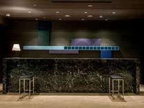 歴史ある趣深い客室とスタイリッシュなレストラン。洗練されたサービスで皆さまをお迎えいたします。