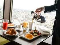 シティビュルーム・メトロポリタンフロアのご宿泊者様専用、ダイニング&バー「オーヴェスト」でのご朝食