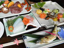 【ご夕食例】地元の食材を使った会席をどうぞ。