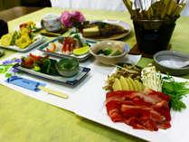【夕食一例】山田料理長が作る季節の食材を使ったおおや懐石をお楽しみください。