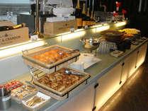 ご朝食は和洋どちらも楽しめる『バイキング』♪※『和定食』になる場合ございます。