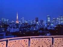 お部屋のバルコニーからきらめく東京タワーの夜景をお楽しみください。