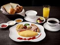「Lounge Momiji」ではアメリカンブレックファストをご用意。人気のオムレツをお召しあがりいただけます。