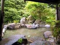 川沿いの露天岩風呂