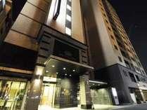 【夜はライトアップ】アパヴィラホテル<名古屋丸の内駅前>