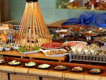 7月~9月■【信州グルメバイキング】新鮮野菜のサラダ、信州ハーブ鶏や信州ポーク、信州大鱒など
