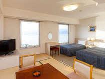 ◇和洋室(6畳+ツインベッド・湖側上層階)お部屋から望む諏訪湖の眺望は最高です。