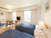 デラックスツインルーム(城側25平米)高島城を眼下に望むゆったり広々としたお部屋です。