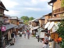 古い街並みと石畳の道が古都の情緒あふれる二寧坂