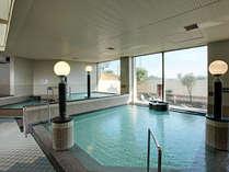 【バーデゾーン】全身浴から、ゆったりと寝湯(ねゆ)にかぶり湯、サウナなどを楽しめます