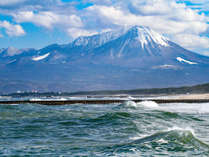 ◆皆生海岸からの大山◆国立公園大山は、晴れた日には皆生海岸からもよく見えます。