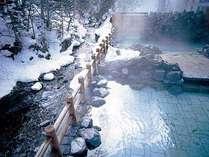 清流ユウトムラウシ川を見下ろす露天風呂