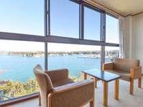 *【和室/海側】お部屋から眺める絶景をお楽しみくださいませ。