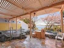 *【露天風呂(春)】ミネラルたっぷりの海洋水を使用した当館自慢の絶景露天風呂です。