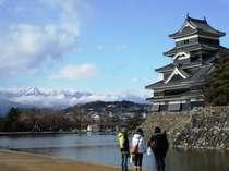 【松本城】天気のよい日はアルプスと城のコラボレーションが楽しめます!