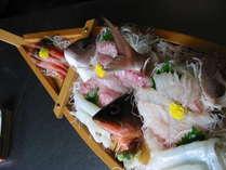 夏魚の船作り(鯛 あこ)鯛は白身で上品な旨味が有りますアコはハタ科の魚でクエの仲間です。味は絶品です