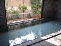 【大浴場】ラジウム人工温泉が疲れた体をそっと癒します。