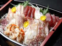 地元で揚がった鮮度抜群の魚介類をふんだんに使用.。*☆
