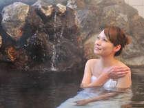 【温泉4F 岩風呂】pH8.4の弱アルカリ性の天然温泉です♪