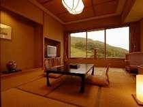 【南館和室】 ロープウェーがご覧いただけ、リピーター様に人気の客室です。