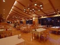 【ダイニングルーム 山の詩】ご夕食会場の一例