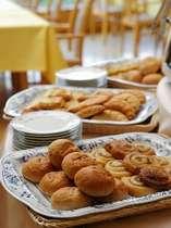 朝食一例/パンは種類豊富にご用意致しております