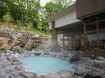 八右衛門の湯【露天風呂】】開放感の溢れる露天風呂。2種類の温度の違う露天風呂をお楽しみ下さい。