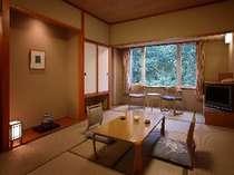 【和室】 ゆったりとした和室は、木のぬくもりと畳の香りに包まれています。