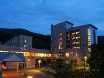 蔵王国際ホテルの外観(夜イメージ)