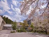 蔵王国際ホテルの外観(春イメージ)